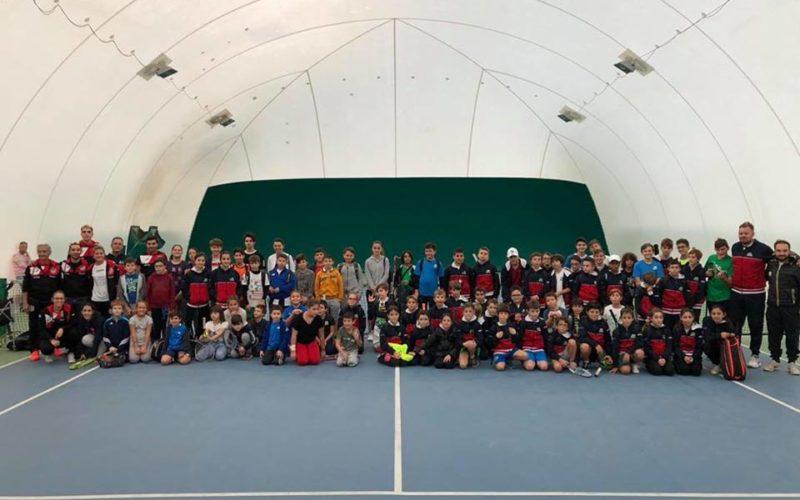 """Romagna e Marche unite nel segno del tennis e dell'amicizia: 100 bambini e ragazzi invadono i campi del Ct di Morciano di Romagna: """"Un'opportunità per il nostro territorio"""""""