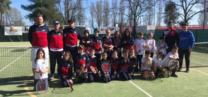 Banco di prova importante per le racchette del Circolo Tennis di Morciano: disputate le amichevoli sui campi del Ct Sant'Orso di Fano sotto l'egida di ASI
